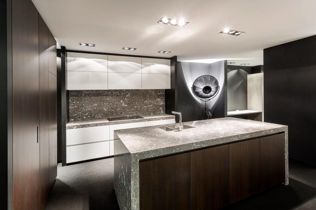 Keuken Marmer Zwart : Marmeren werkblad. elegant voor marmeren met tegels achter fornuis