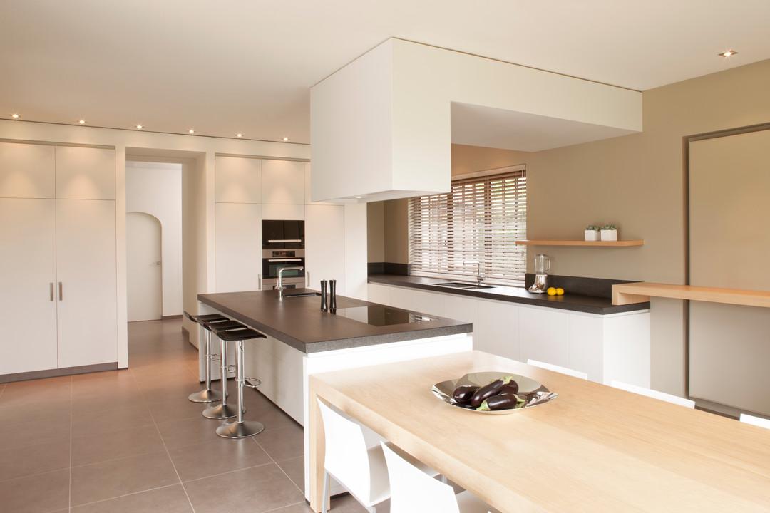 Keukens interieur woonproject aalter - Keuken met granieten werkblad ...